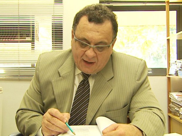 O promotor Sebastião Sérgio da Silveira vai estudar a possibilidade de realizar uma auditoria no contrato do Consórcio Pró Urbano, em Ribeirão Preto (Foto: Ronaldo Gomes/EPTV)
