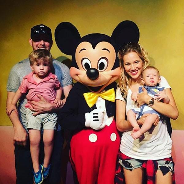 Michael Bublé e Luisana Lopilato junto aos filhos, Noah e Elias (Foto: Reprodução/Instagram)