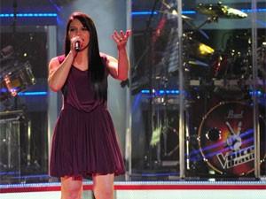 Eloisa Olinto canta 'Cabide', música de Ana Carolina, no palco do The Voice Brasil (Foto: Foto: The Voice Brasil / TV Globo)