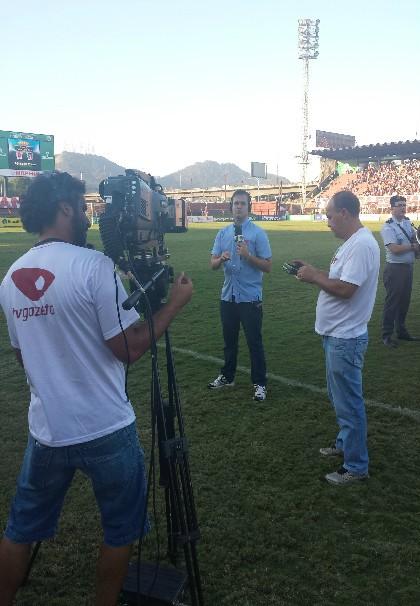 Equipe da TV Gazeta na transmissão do Capixabão (Foto: Alana Paganucci)