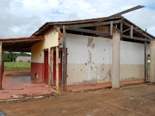 Escola começou a ser demolida para a construção de novo prédio (Foto: Raphaela Padilha/ Assessoria da AL-MT)