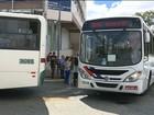Ônibus batem no Centro de Campina Grande após pedestre atravessar rua