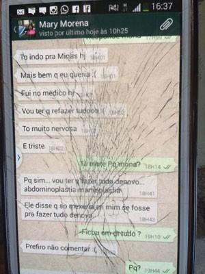 Troca de mensagens no celular (Foto: Lívia Torres / G1)