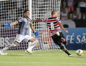 Santa Cruz x Central Bruninho perde gol (Foto: Antônio Carneiro/Pernambuco Press)