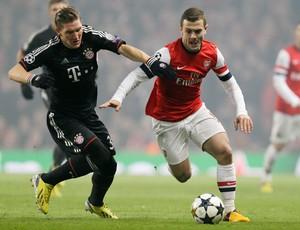 Schweinsteiger e Wilshere, Arsenal x Bayern de Munique (Foto: AP)