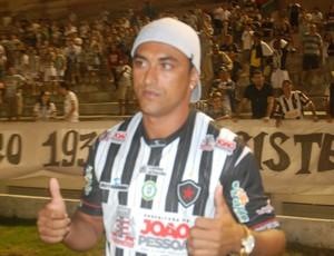 Lúcio Curió, meia do Botafogo-PB (Foto: Rammom Monte / GloboEsporte.com/pb)