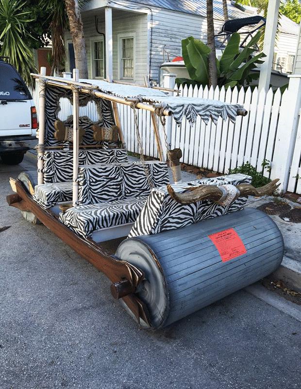 Carro dos Flintstones é flagrado estacionado irregularmente na Flórida (Foto: City of Key West - Government/Facebook)