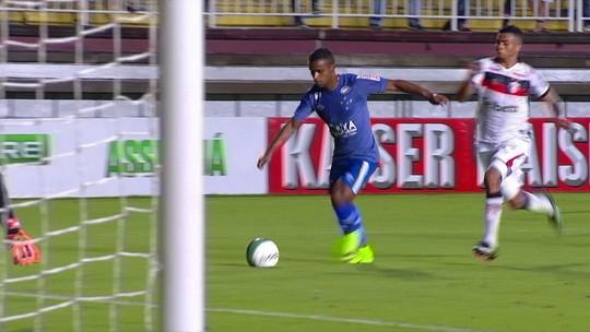 Mais que o placar: Joinville faz jovens experimentarem jogo no profissional