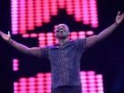 Thiaguinho exibe braços sarados durante show em Fortaleza
