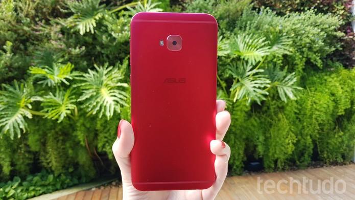 Zenfone 4 Selfie Pro vermelho de 64 GB custa R$ 1.899 na loja da Asus (Foto: Ana Marques/TechTudo)