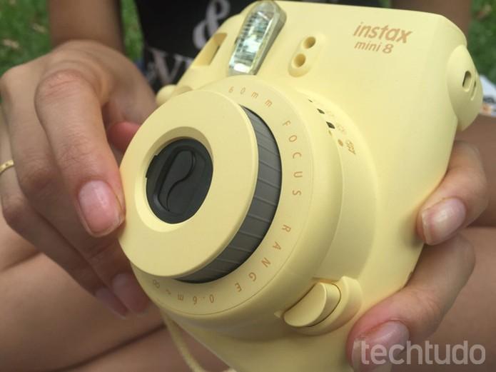 Empurre a lente para dentro para desligar a câmera (Foto: Lucas Mendes/TechTudo)