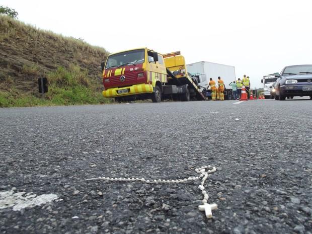 acidente mata duas pessoas na via lagos (Foto: Heitor Moreira/G1)