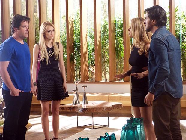 Megan e Jonas vão atrás de Pamela para tentar avisá-la sobre Herval (Foto: Angélica Bastos/Gshow)