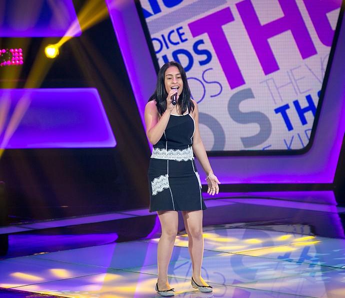 Madu Alvarenga canta 'Simples desejo' no The Voice Kids (Foto: Isabella Pinheiro/Gshow)