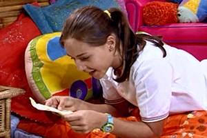 Kailani encontra um bilhete de amor (Foto: reprodução/TV Globo)