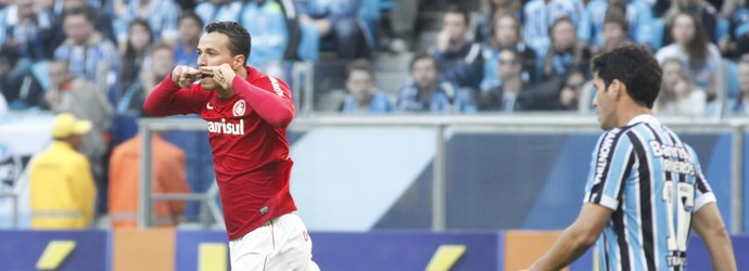 Leandro Damião comemora gol marcado no Gre-Nal 397 (Foto: Wesley Santos/Agência Pressdigital)