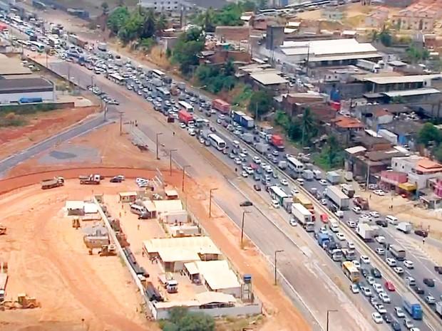 Trânsito na Bahia (Foto: Reprodução/TV Bahia)