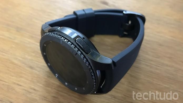 89b4cd8f2f2 Samsung Gear S3 vem com duas opções de pulseira e tem proteção contra água  e poeira