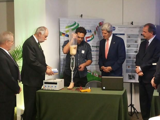 John Kerry participa de encontro com alunos que estudaram nos EUA pelo Ciência Sem Fronteiras (Foto: Izabella Formiga/G1)