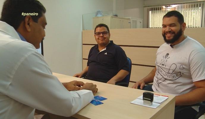 Ex-'The Voice' Elias Moreira encara 'Medida Certa no Paneiro' ao lado de Jorjão Pampolha (Foto: Rede Amazônica)
