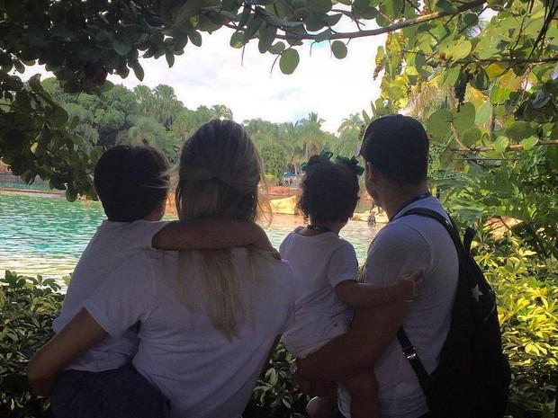 Thyane Dantas posta foto em família para comemorar aniversário de Yhudy (Foto: Reprodução/Instagram)