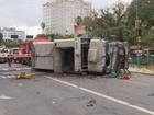 Caminhão tomba e mata criança na Avenida Azenha, em Porto Alegre
