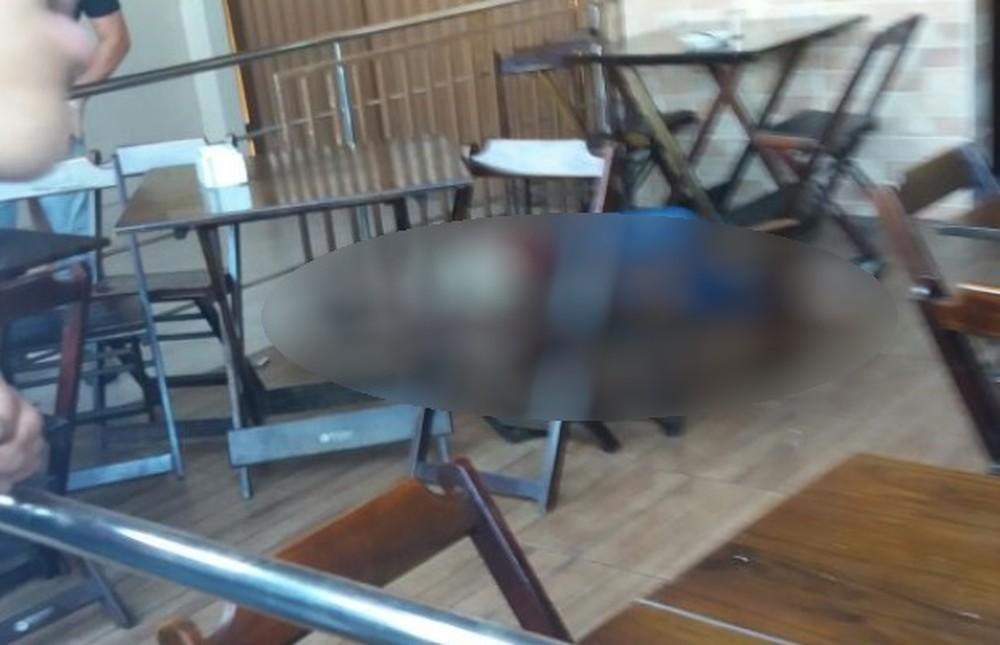 Crime ocorreu dentro de uma padaria  de Aparecida de Goiânia (Foto: Reprodução/TV Anhanguera)