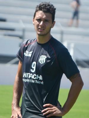 Dennis, atacante da Ponte Preta (Foto: Murilo Borges / Globoesporte.com)