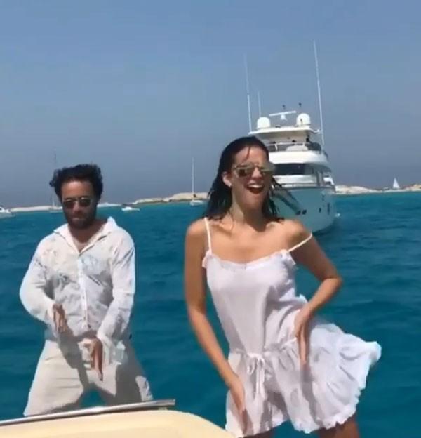 Bruna Marquezine e seu assessor dançam Paradinha (Foto: Reprodução/Instagram)