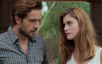 Lívia e Felipe são flagrados por Pedro na tanoaria