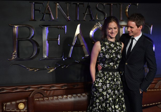 Eddie Redmayne e Hannah Bagshawe em première de Animais fantásticos e onde habitam, na Europa  (Foto: AFP / Agência)