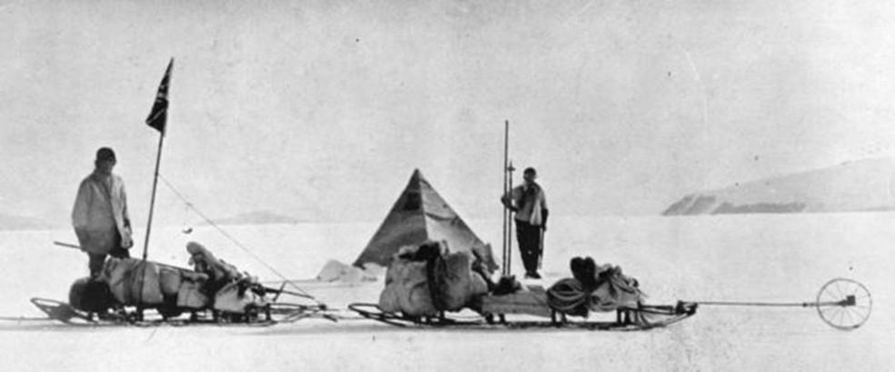 Dr Wilson (à esquerda) e o Capitão Scott no ponto mais extremo ao sul do continente gelado (Foto: Hulton Archive)