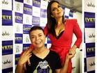 Ivete Sangalo usa look decotado em show