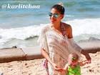 Ex-BBB Karla registra primeira vez da filha na praia