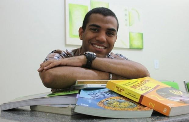 Estudante passa em seis vestibulares para curso de medicina, em Goiânia, Goiás (Foto: Adriano Zago/G1)