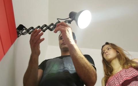 Veja como escolher e instalar a luminária ideal para a cabeceira da cama
