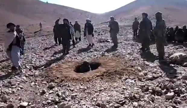 Talibãs apedrejam mulher por adultério
