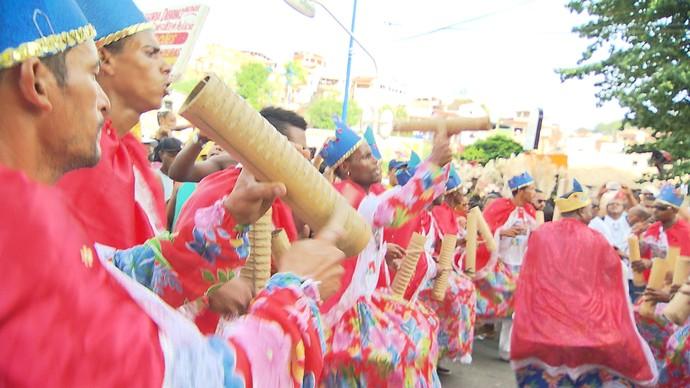 Caminha Raízes da Bahia reuniu mais de 30 grupos culturais no Dique do Tororó (Foto: TV Bahia)