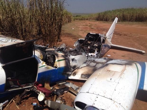 Aeronave ficou parcialmente destruída em incêndio  (Foto: Patrick Lima / TV TEM )