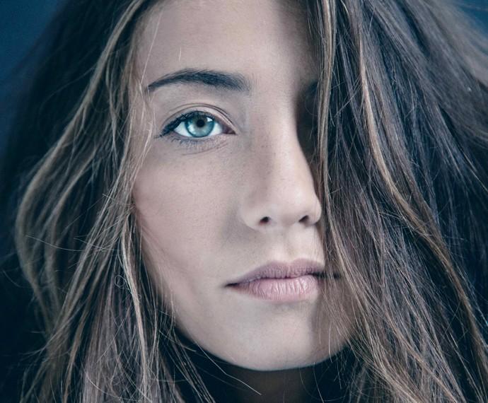Julia Oristanio começou a posar para os amigos e virou modelo profissional (Foto: Camila Gamarano / Divulgação)