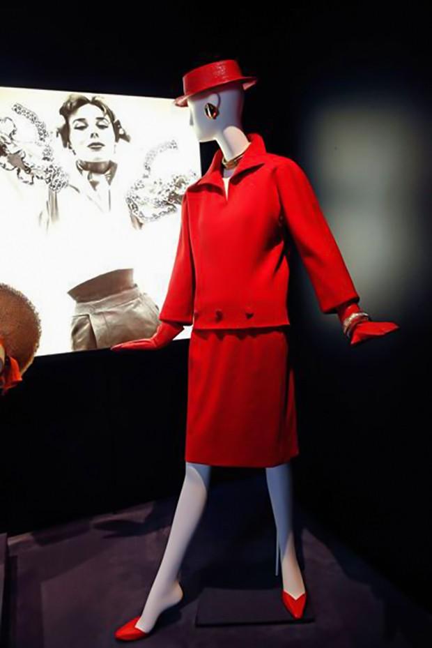 Hubert de Givenchy abre exposição homônima em Calais, na França