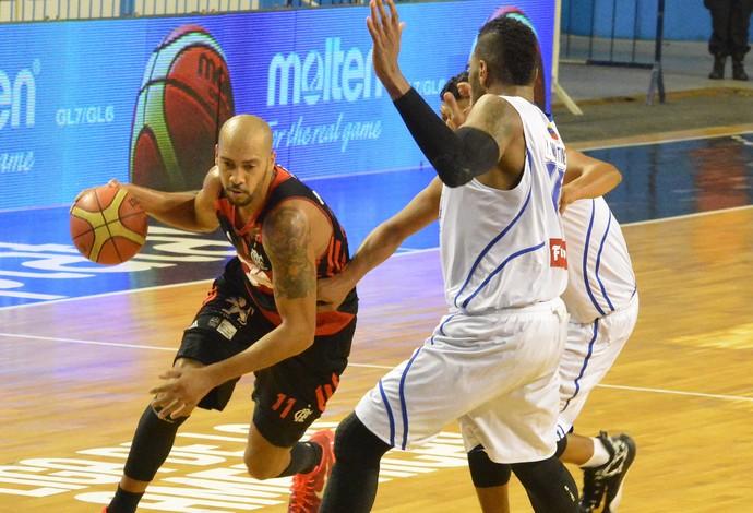 Marquinhos - Flamengo x Trotamundos - Liga das Américas de basquete (Foto: MARCELO FIGUERASB/FIBA AMERICAS)
