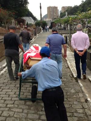 Pamplona foi enterrado neste domingo no Cemitério São João Batista (Foto: G1)