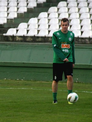 Chico durante treino do Coritiba (Foto: Gabriel Hamilko / GLOBOESPORTE.COM)