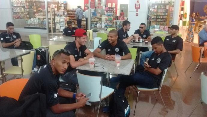 Embarque do ASA para Curitiba (Foto: Leonardo Freire/GloboEsporte.com)