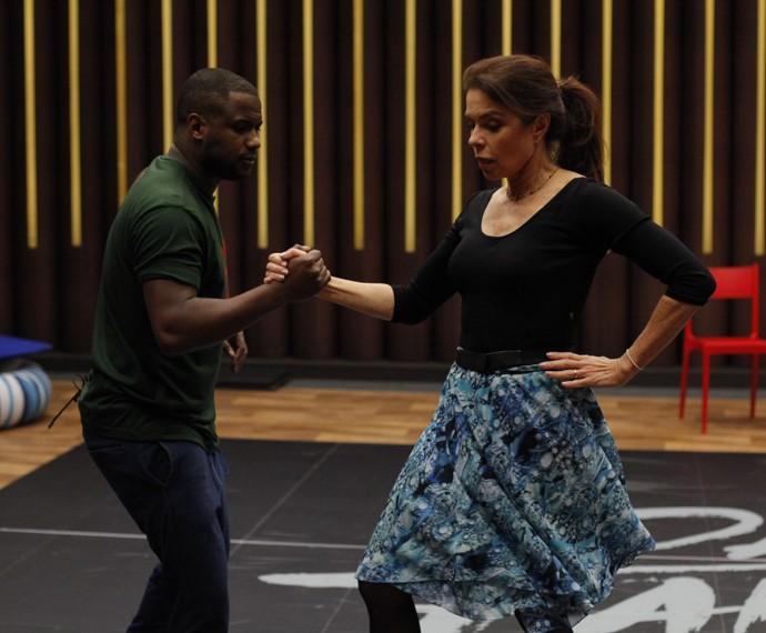 Françoise Forton dança com o professor Patrick Carvalho (Foto: Artur Meninea/Gshow)
