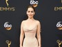 Emmy 2016: Famosos arrasam nos looks no tapete vermelho do prêmio