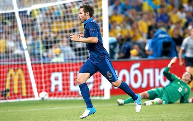 Yohan Cabaye comemora gol da França contra a Urcrânia (Foto: Reuters)