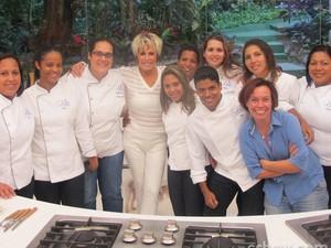 Ana Maria posa com a equipe responsável pela culinária do programa (Foto: Mais Você / TV Globo)