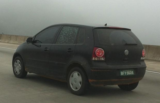 Volkswagen Up! sob a mula de um Polo (Foto: Rodrigo Mora / G1)